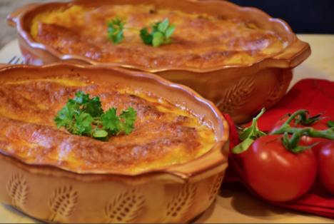 IKK Südwest: Tomaten-Mozzarella-Brotauflauf